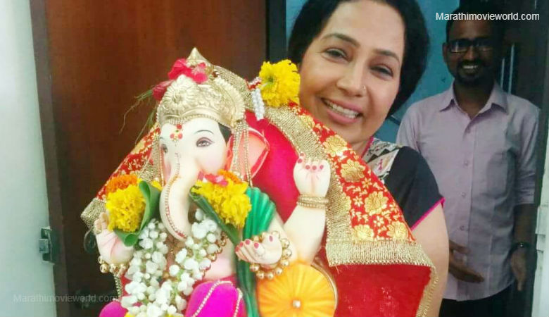 Actress Shubhangi Latkar  with lord ganesha