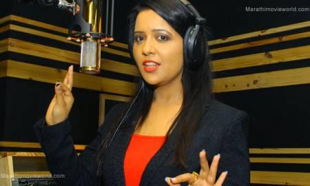 Amruta Devendra Fadnavis, recording song in studio