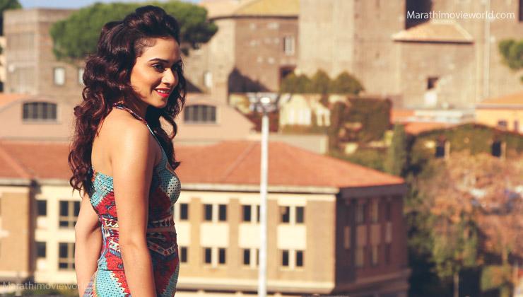 Actress Amruta Khanvilkar Picture