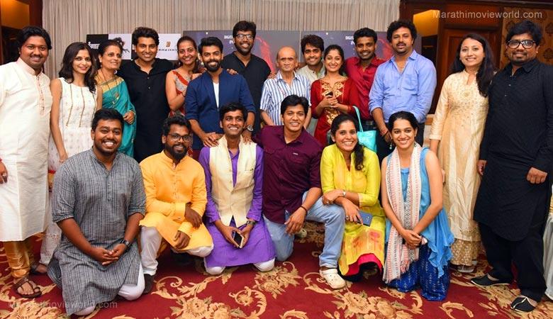 Marathi Play 'Var Khali Don Paay'